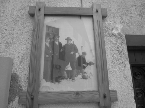 Anton Oitzinger mit Julius Kugy vor seinem Haus