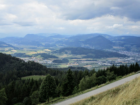 Blick vom Gipfel des Magdalensberges nach NW - rechts St. Veit an der Glan