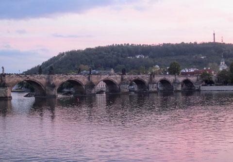 Karlsbrücke, Moldau, Prag