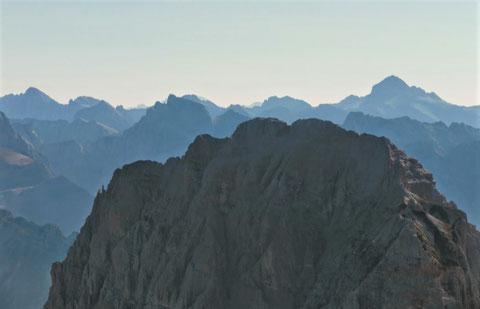 Wischberg - Gipfel 2.666m  - im Hintergrund der alles überragende Triglav