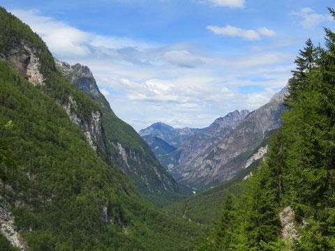 Raccolanatal - Blick von der Sella Nevea-Passtraße Richtung Chiusaforte