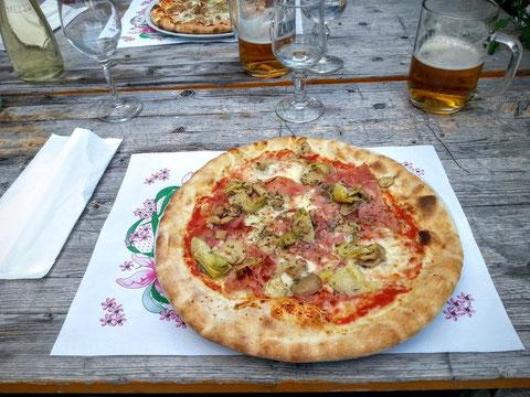 Zum Ausklang des erlebnisreichen Tages eine original italienische Pizza - die haben wir uns jetzt redlich verdient! Prost Mahlzeit bis zur nächsten Tour !