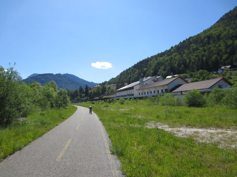 Einfahrt in den ehemaligen Bahnhof Tarvis