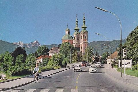 Villach - Draubrücke mit Kreuzkirche und Mangart im Hintergrund