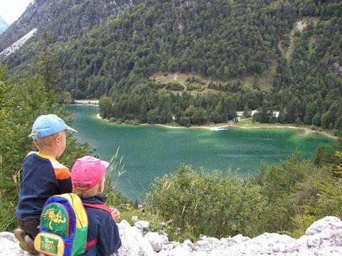 Blick von der Predilstrasse auf den Raibler See