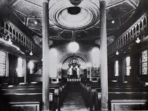 Blick vom Eingang in den Innenraum der Synagoge Hechingen vor der Demolierung 1938. - Foto: www.foto-keidel.de, alle Rechte vorbehalten!
