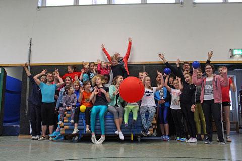 Ordentlich was los in der Turnhalle: Das Akrobatik-Team des Münsteraner Hoschulsports war zu Gast beim RV Herzog Wittekind. Bild: Braun