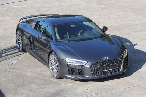 Audi R8 V10 plus 5.2 s-tronic