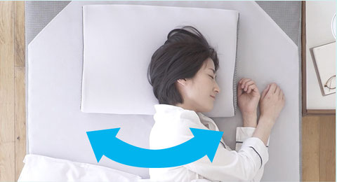 寝返りが楽々な説明画像 女性が横向き寝をしている