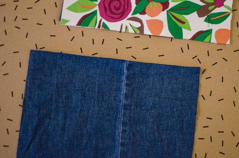 1. Jeansstoff mit rechter Seite nach oben ausbreiten