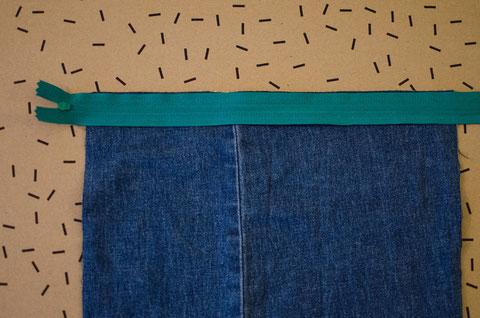 Schritt 2. Reißverschluss auf Jeans, rechte Seite oben