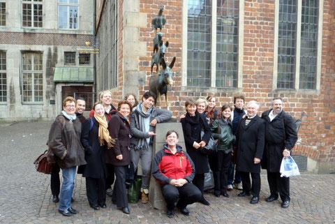 Selbstverständlich gehörte eingemeinsames Foto mit den berühmten Bremer Stadtmusikanten zu den weiteren Höhepunkten unserer Konzertreise nach Bremen.