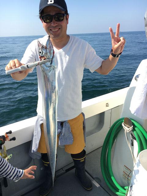 お父さんも初太刀魚で良型!ゲット!(^^♪