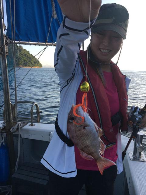 ファーストHITは釣りガール‼ リリースありがとうございます。(^^)/
