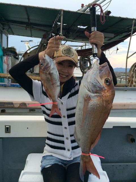 初タイラバで釣りガール!唐揚げサイズ66㎝ゲット(*^_^*)。お見事!!