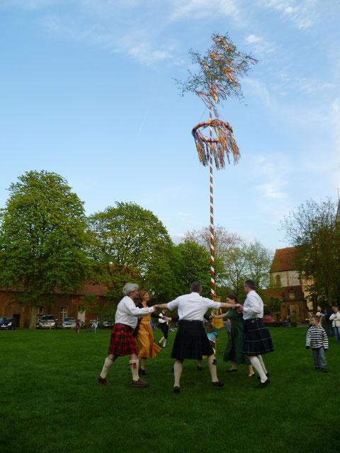 Tanz um den Maibaum 2012