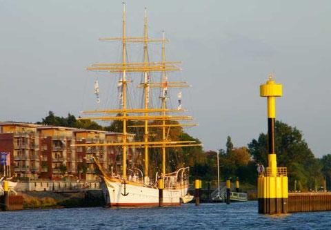 Schulschiff Deutschland am Liegeplatz Lesummündung