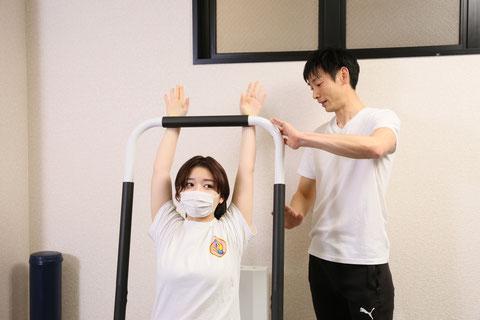 スモールジムSweet Fitness 代表トレーナーの佐藤真弘指導