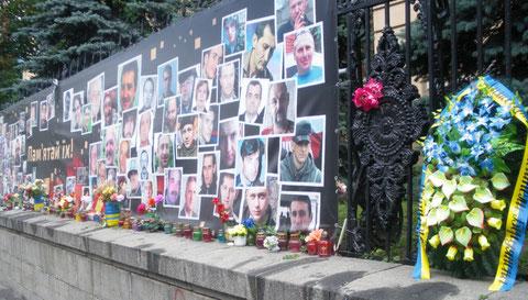Bilder von Todesopfern des Euromaidan in Kiew