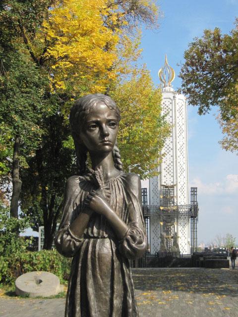 Mädchen-Statue im Kiewer Memorial-Komplex, die an den Holodomor 1932/33 in der Ukraine erinnert.