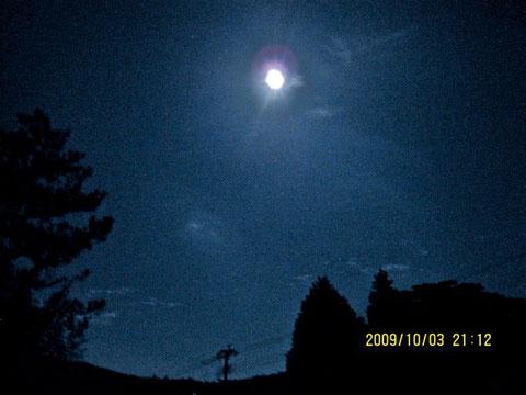 自宅庭から観た惑星ハシグチの中秋の名月。
