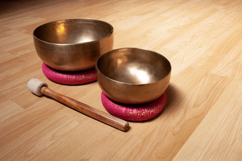 Klangschale; Universalschale; Pilates-Studio-Erika.ch; Harmonie; Wellness; Massage; Klangmassage; Entspannung