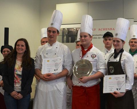 die Siegerehrung (v.l.): Katrin Moos-Achenbach, Lukas von Throtha, Philipp Weichlein, Franziska Kraus