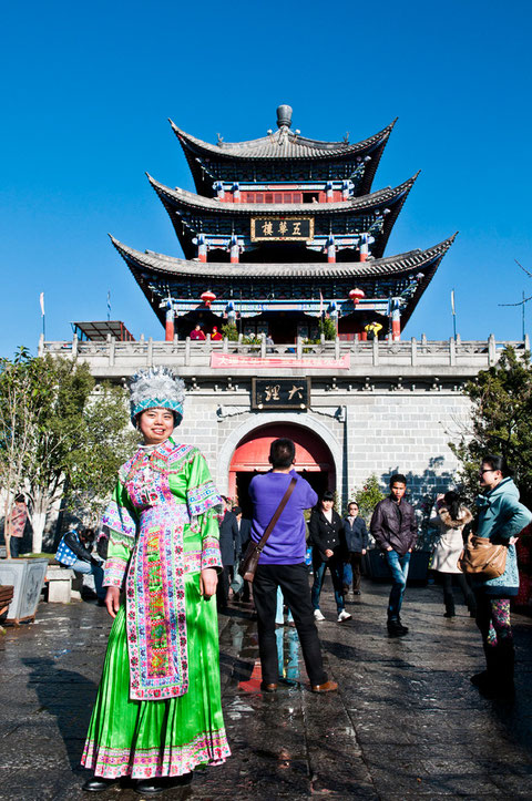 A local posing in front of one of the entrances of old city of Dali