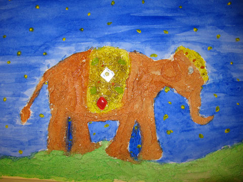 Elefant mit Strukturpaste, Aquarell  und Glitzersteinen