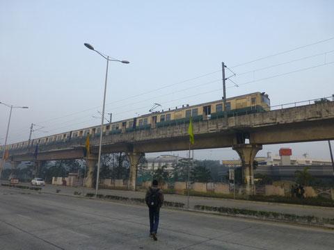 実は空港の前には鉄道が走っていて駅もある。ただ本数がとても少ないらしい。一度乗ってみたい。