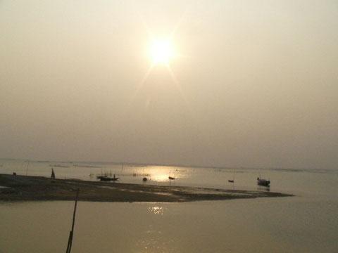 チリカ湖に沈む夕日