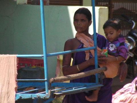 街で見かけた少数民族の女性
