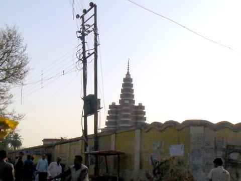 帰りにデジカメを返してもらってからラーマ寺の方向を撮影したもの こんな大きな塔には行けなかった