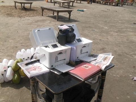 今どきインドの写真屋さんの商売道具 デジカメとプリンター