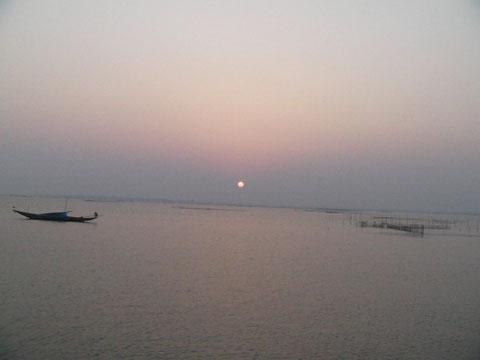 再びチリカ湖に沈む夕日 美しい