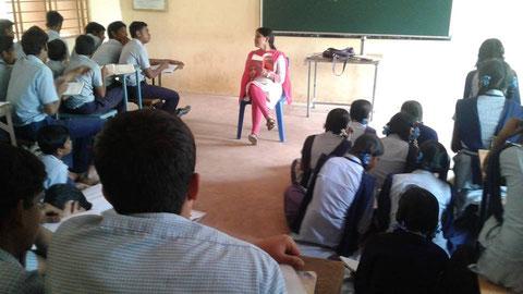 州立(政府系)学校にて。口語英語など教科の枠を超えた人間形成のための総合的アプローチに力を入れている。