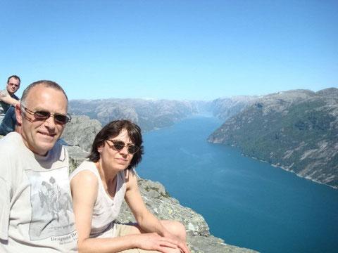 Blick vom Preikestolen auf den Lysefjord