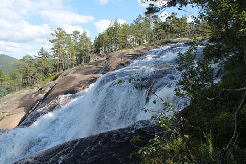 Blick auf den oberen Abschnitt des Wasserfalls
