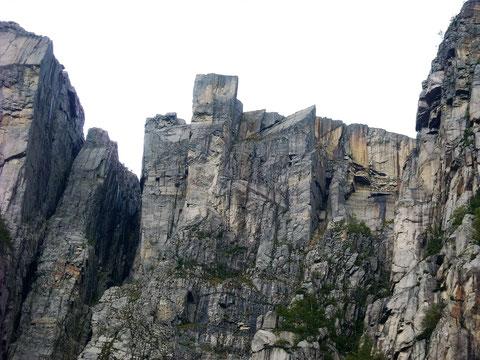 Der Preikestolen vom Lysefjord aus gesehen.