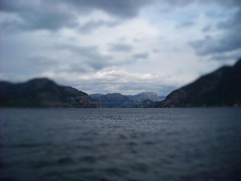 Lysefjordbrua unter Lupensicht