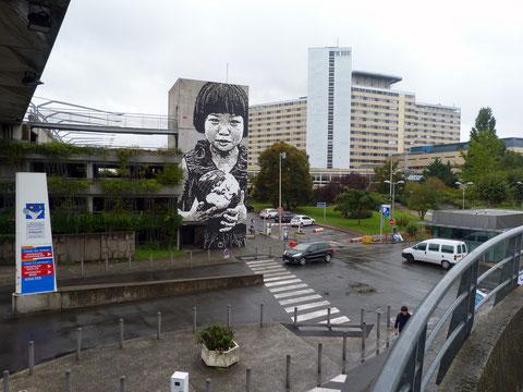 fresque JEF AEROSOL au CHU de Bordeaux dans le cadre d'Octobre Rose (org. Keep a Breast / Street art Bordeaux)