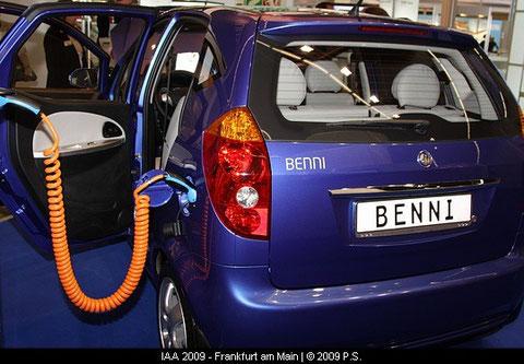 Benni Elektroauto von Fräger an der Stromtankstelle