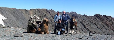 """Passage de col 3100M avec """"Momeau le chameau"""" qui a bien mérité sa pause !!!"""