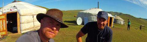 Camp de yourte de la famille nomade des guides à cheval