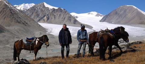 "Au ""Tavan Bogd"" la vue sur le glacier Potamine"