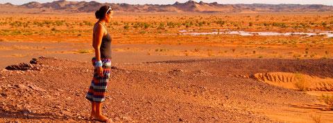 Les couleurs du désert de Gobi au couché et levé du soleil