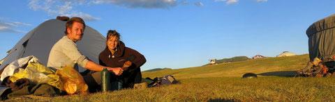 Marie & Louis sous tente Mongolie
