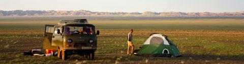 Transport 4X4 en bivouac sous tente en Mongolie