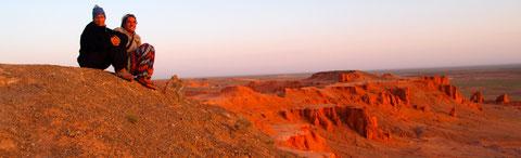 Couché soleil les couleurs dans le désert de Gobi