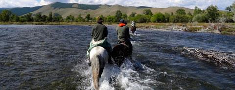 La traversée des rivières de Mongolie à cheval